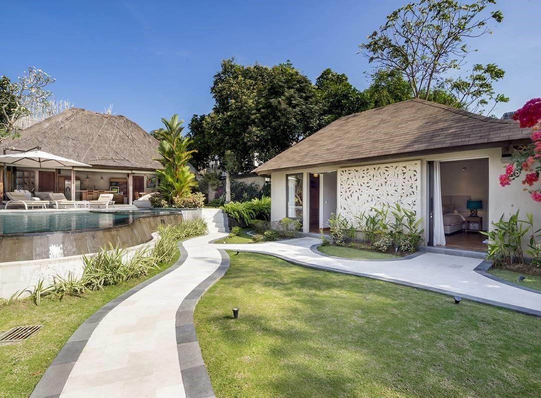 10 reasons to visit Akilea Villas
